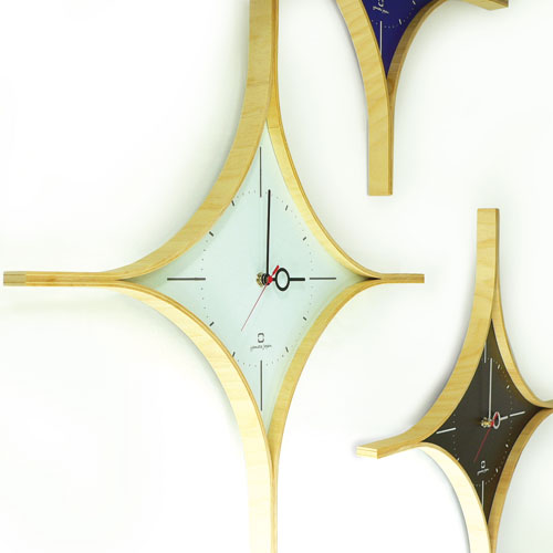 ダイヤモンド型の時計 並べた様子