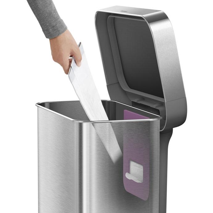 レクタンギュラ—ステップダストボックス30L | simplehuman | 本体内側からゴミ袋を取り出せます