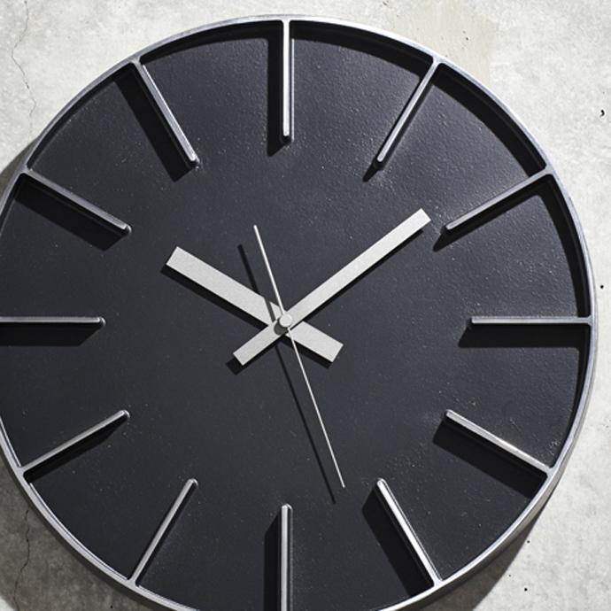 Edge Clock | エッジクロック | 鋳肌にサンドブラストされた表情
