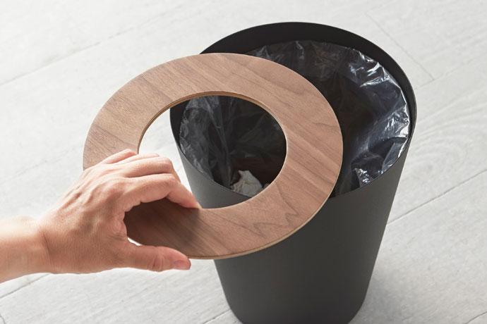 上質デザインの蓋付きダストボックス   丸型   ゴミ袋のストッパーリング付き