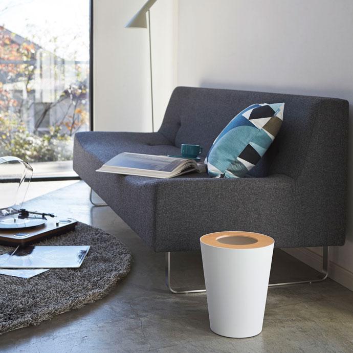 上質デザインの蓋付きダストボックス   丸型   明るい雰囲気のお部屋にホワイト