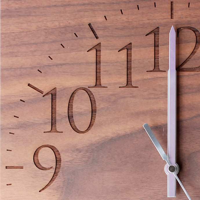 無垢板の時計 | MUKU | ヤマト工芸 | ウォールナット | 文字盤アップ