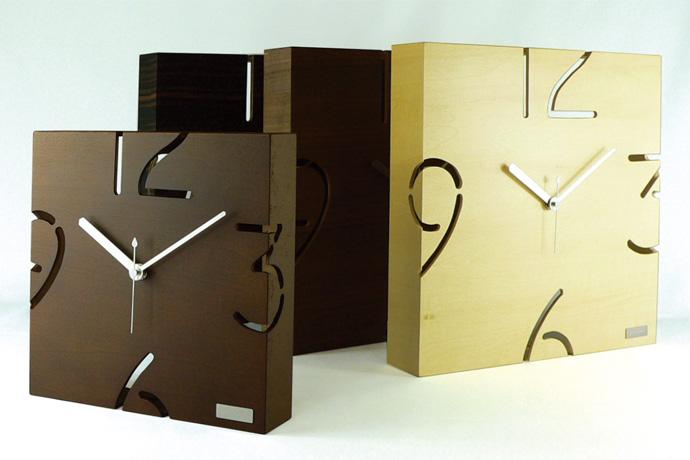 アートな木製時計/フラット| PUZZLE WALL | ヤマト工芸 | シャープな空間にも馴染む
