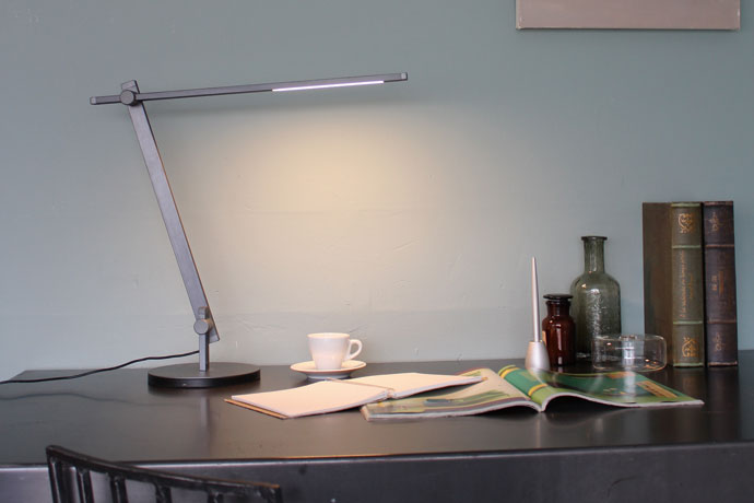 LED Sabel,LEDサーベル,デスクランプ,近未来的なフォルム,スリムな形状,美しいデザイン