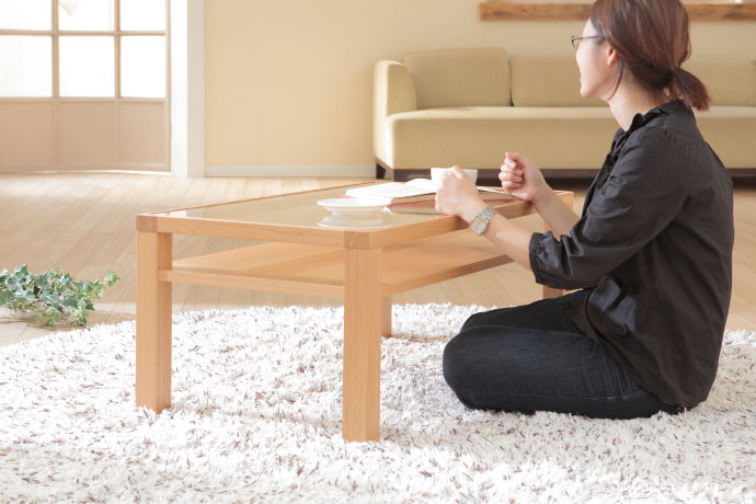 ブエノ リビングテーブル,床座でも快適