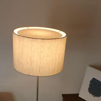 LEDフォスキア|フロアランプ|光と影のコントラストも美しい