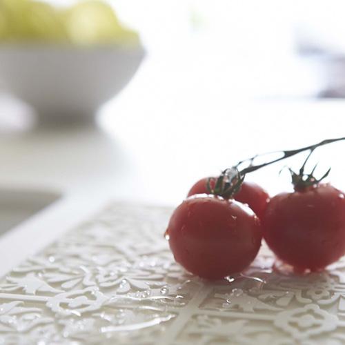 水切りマット,ダマスク柄,ホワイト,洗った野菜の一時置きに