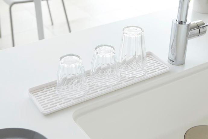 スリム設計のグラストレー   狭くても置ける最小限トレー