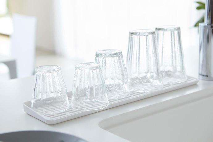 スリム設計のグラストレー   グラス5〜6個置けます