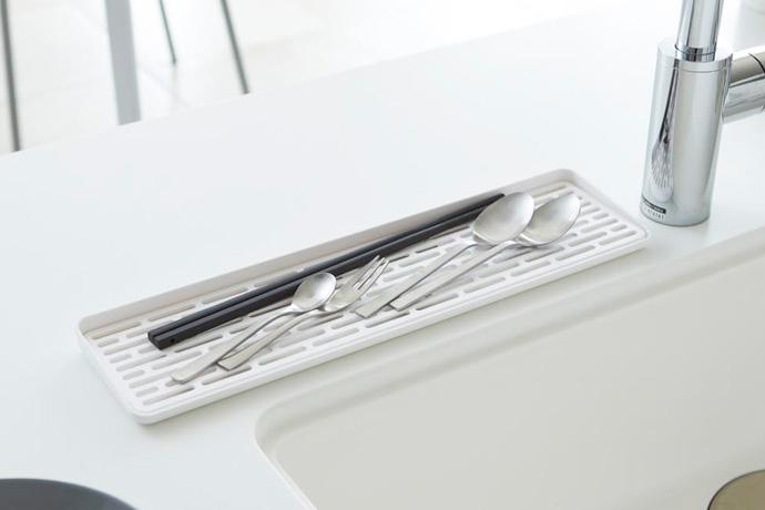 スリム設計のグラストレー   お箸やカトラリーの水切りにも最適