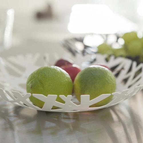 スタイリッシュなフルーツボウル ホワイト テーブルに置いた様子
