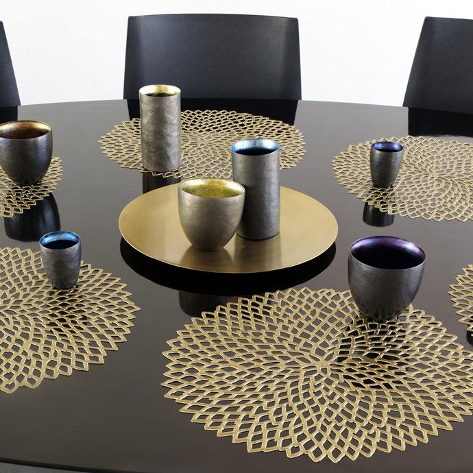 ランチョンマット,ダリア,ブラス,テーブルが華やかに