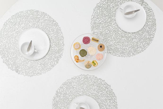 ランチョンマット | ペタル | グレイシャー | 花びら舞う華やかな食卓