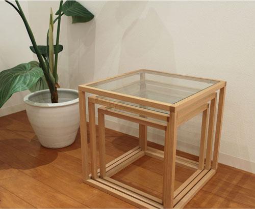 大きいテーブルの中に小さなテーブルを収納