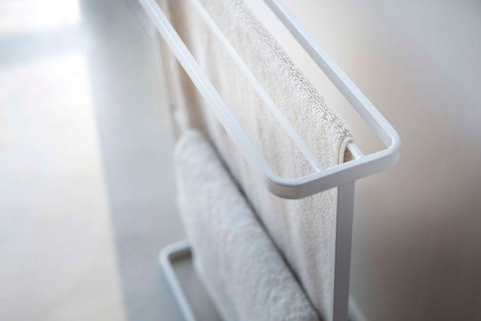 シンプルスリムなバスタオルハンガー | 本体は水に強いスチール製