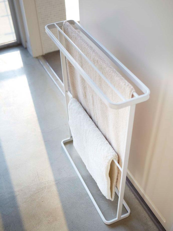 シンプルスリムなバスタオルハンガー | 奥行15cmのスリム設計