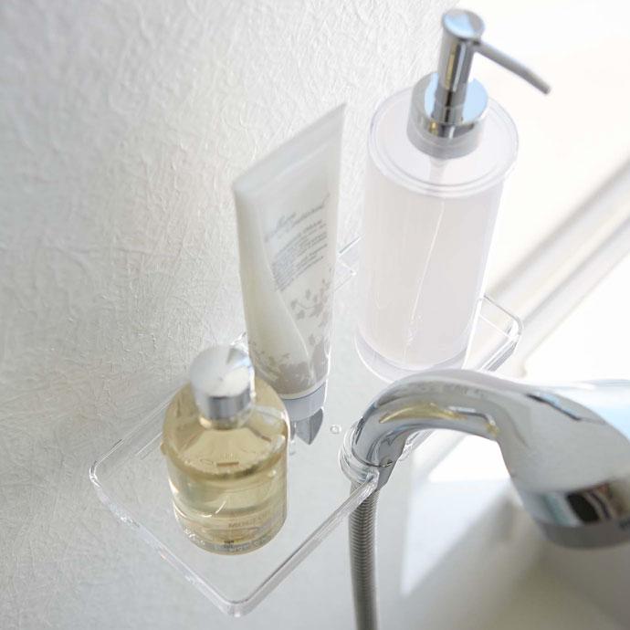 技ありシャワーホルダートレー   シャワーホルダー活用で収納スペースができる