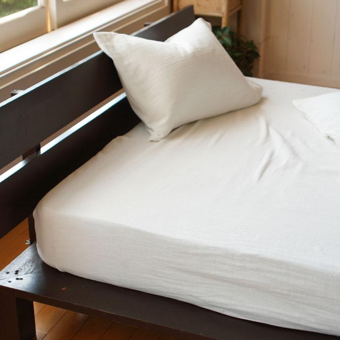 ベッドシーツ   ハニカム   ダブルサイズでも天面に巾接ぎの縫い目ナシ