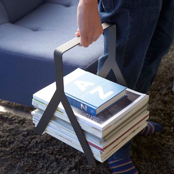 シンプルモダンなマガジンラック | 雑誌を載せたまま持ち運びOK