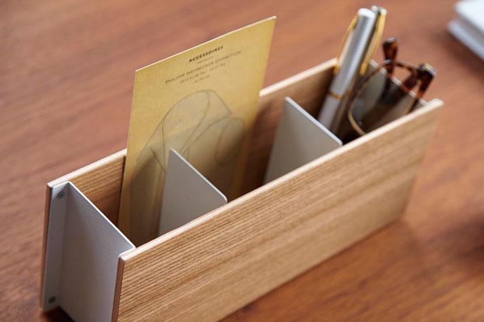 やさしい木目のペン&リモコンラック | メモ用紙なども入れられて便利