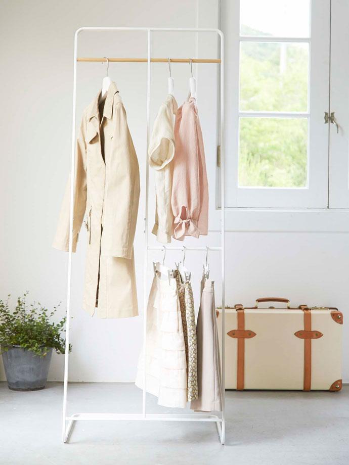 アパレルスタイルのコートハンガー/ワイド   中央に仕切り   丈の長い衣類も短い衣類も◎