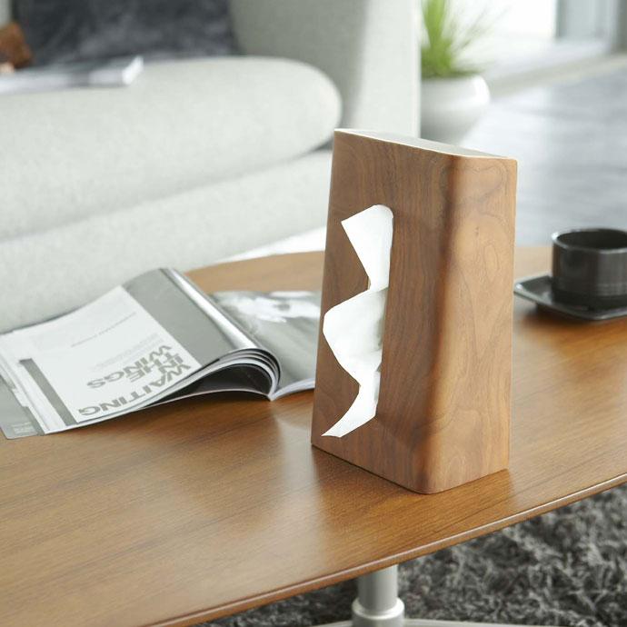 やさしい木目の縦置きティッシュボックス | テーブルの上が広く使えます