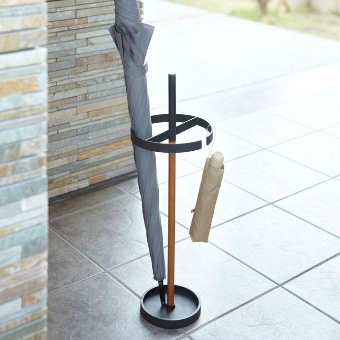 シンプル設計のアイデア傘立て | 通気性バツグン