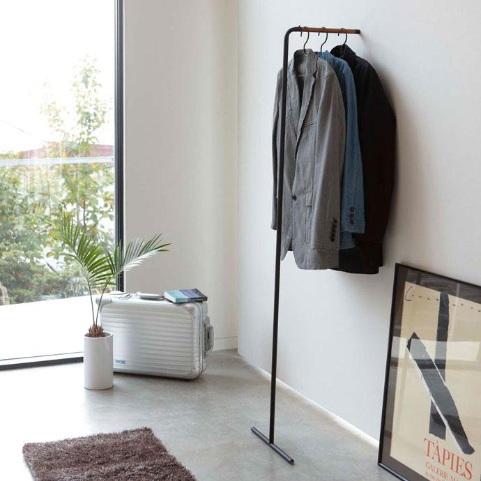 スリムなコートハンガー | 超省スペース | 立て掛け式で見た目スッキリ