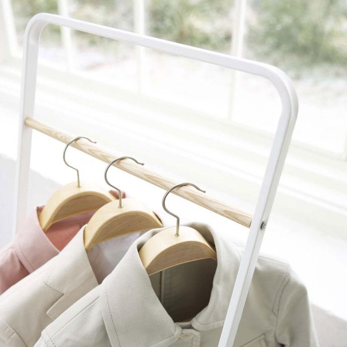 アパレルスタイルのコートハンガー   お洋服の出し入れがラクチン