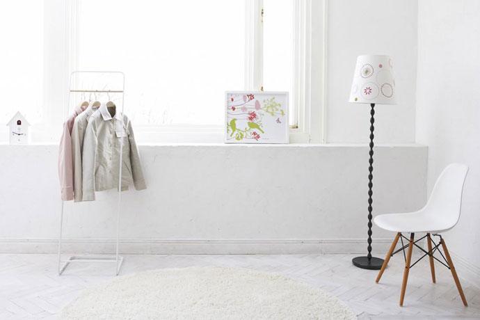 アパレルスタイルのコートハンガー   お部屋を広くみせてくれるホワイト