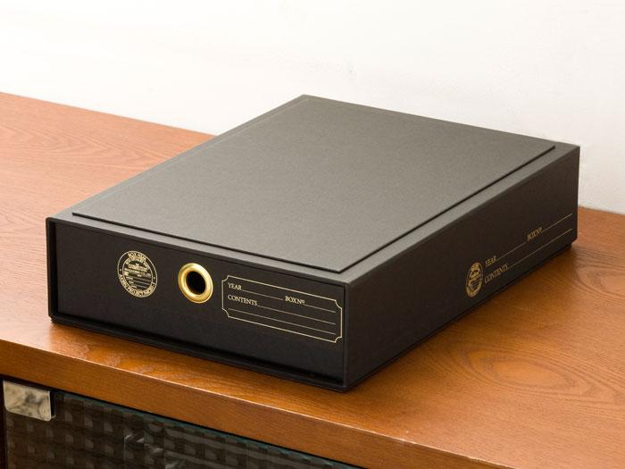 紙製のドキュメントBOX,シンプルかつゴールドが際立つブラック