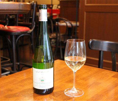 白ワイン向きの、チューリップ型のワイングラス
