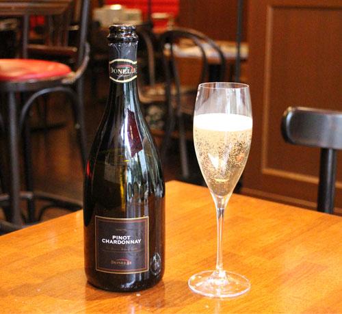 キュベ・プレスティージュ  シャンパンやスパークリングに合う、縦長のグラス