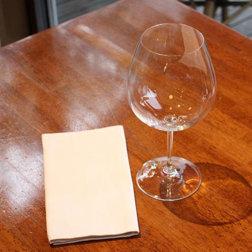 ワインをピカピカに保つグラス磨き