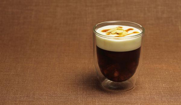 ふわふわのクリームと、キリリとした冷たさが集中力スイッチを入れてくれる ウインナーコーヒー