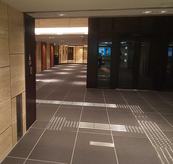 ビル内エレベーター